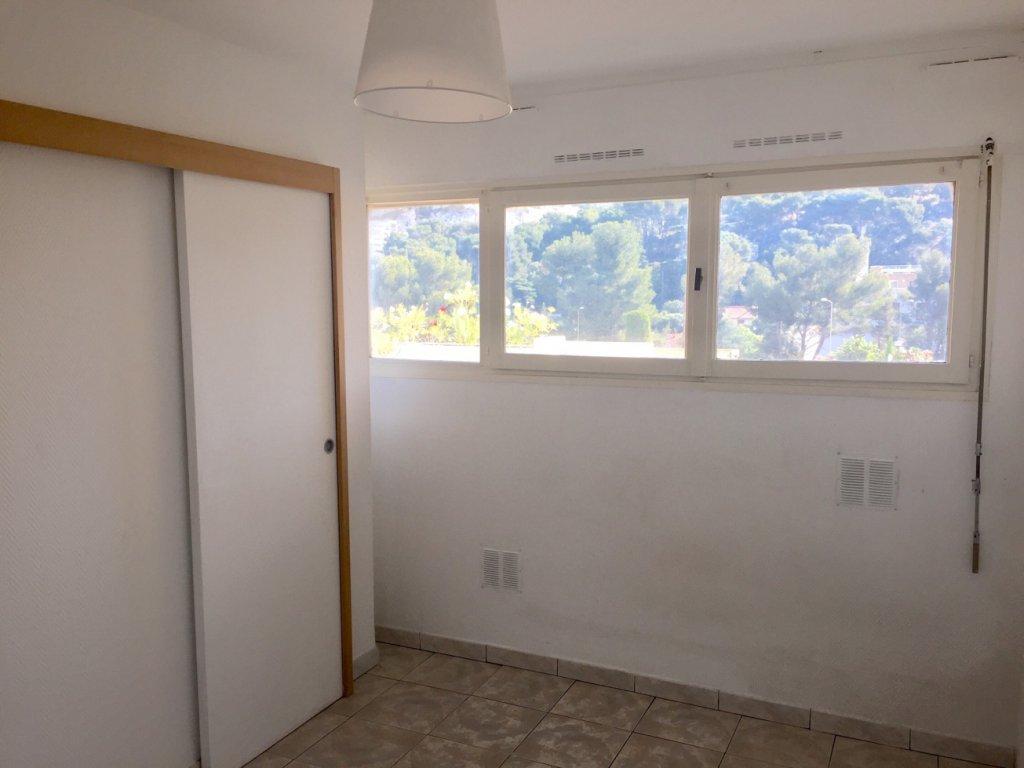 vente marseille 9 le redon vendre studio en parfait tat. Black Bedroom Furniture Sets. Home Design Ideas
