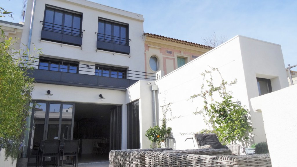 Coulange immobilier marseille 8 me vente immobili re for Garage renault marseille 13008